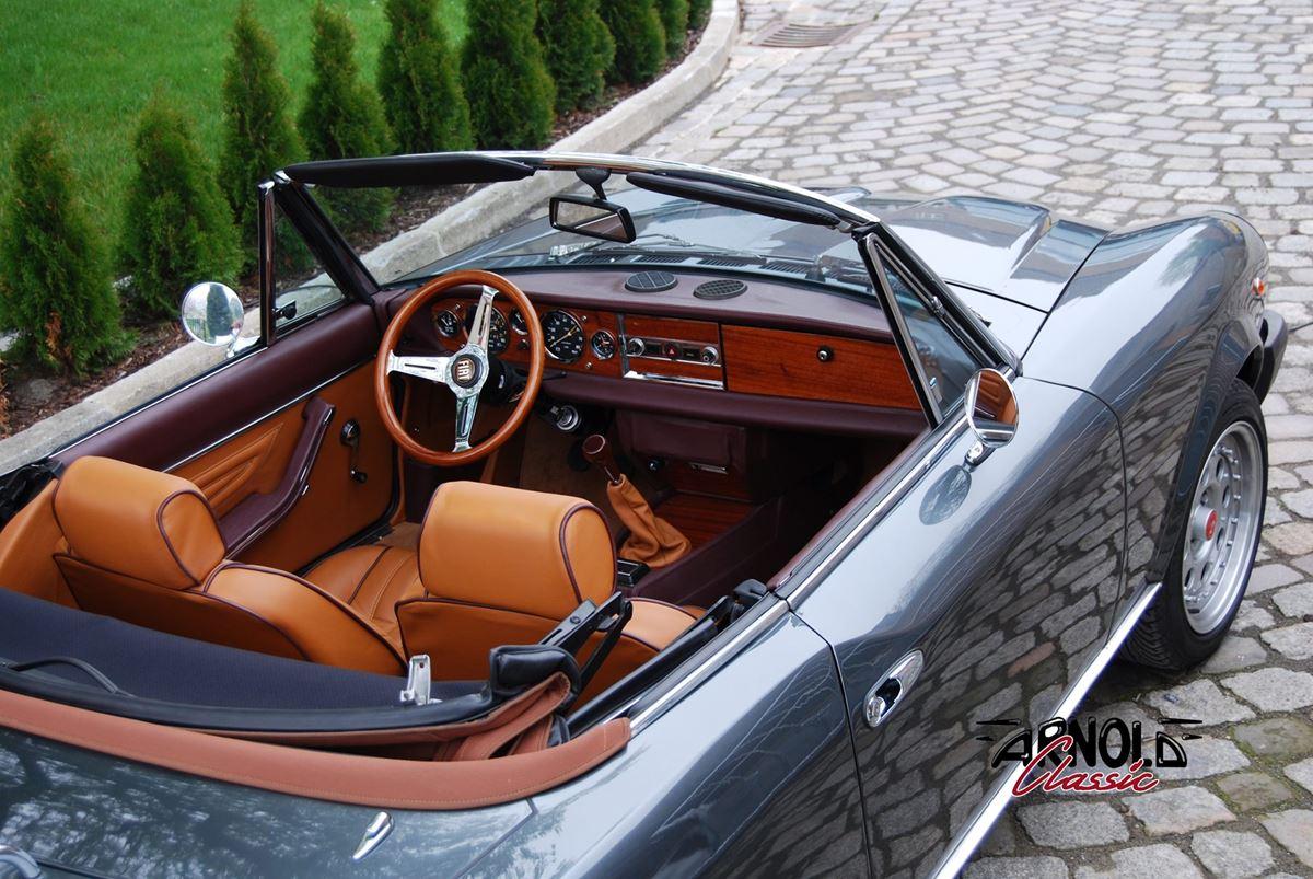 Fiat 124 Spider Grigio Fumo - Arnold Classic Oldtimer Restauration Lauenau